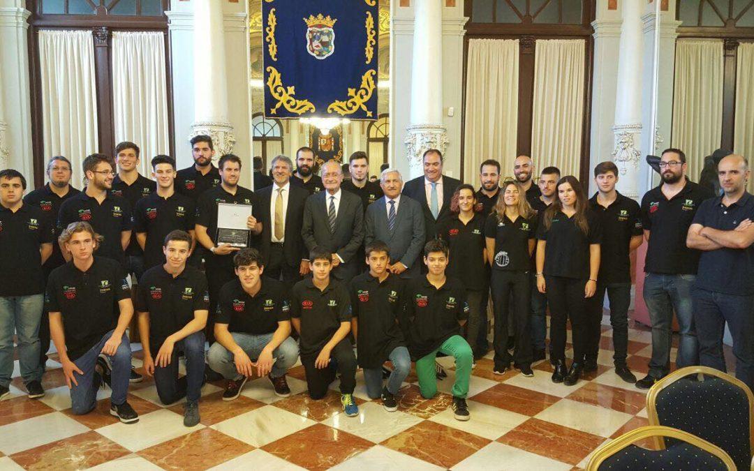 El alcalde recibe al equipo Absoluto en el Ayuntamiento