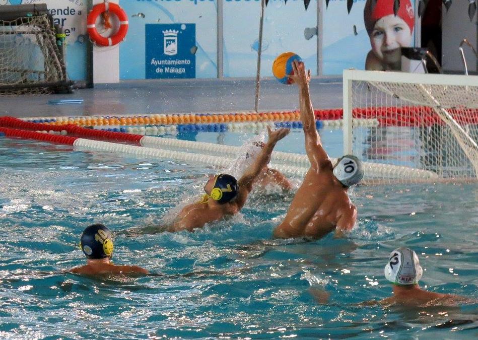 Buen tono de un Waterpolo Málaga que logra su segunda victoria seguida con más seguridad en el juego