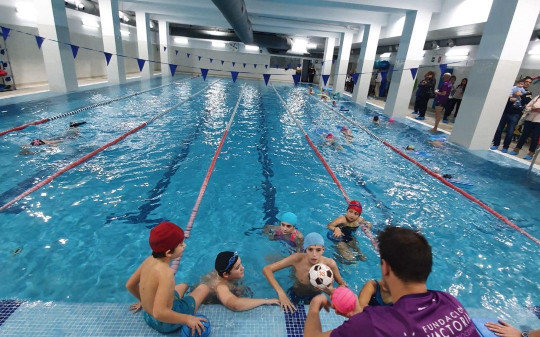 La Escuela Deportiva Fundación Victoria tira de los galones del Waterpolo Málaga para expandir este deporte en la ciudad